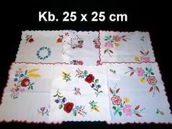 Kalocsai virág mintával kézzel hímzett négyzet alakú terítő kb. 25 x 25 cm darabra