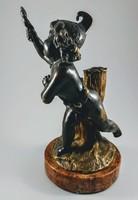 Francia bronz kisplasztika, komédiázó puttó figura