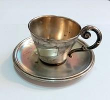 Ezüst csésze aljjal, növényi dekorációval