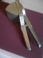 Hagyományos burgonya törő, vagy gesztenye prés