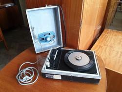 Retro régi lemezjátszó táskalemezjátszó