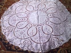 Szépséges kerek asztal teritő