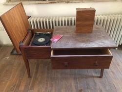 Asztalba épített Supraphon bakelit lemezjátszó + 2 db TESLA hangfallal eladó