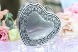 Ezüstözött szív alakú ékszertartó