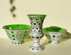 Cseh Bohemia fehér zöld rétegelt üveg váza tál 3 db-os szett biedermeier stílus kézzel festett üveg