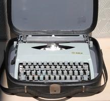 Zeta 231.3 retro írógép saját táskájában