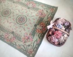 Szövött rózsás ágytakaró vagy terítő