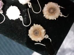 Különleges ametiszt stalacht es achat fülbevalók.