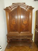 Antik nagyméretű  intarziás szekrény