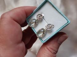 Gyémántokkal, modern 14kr.fehérarany fülbevaló.