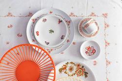 Retro Alföldi Amfora Varia porcelán csipkebogyós dekoros kisterítő, házgyári Annabella törlő