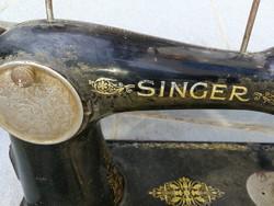 Singer varrógép, a fotón levő állapotban.