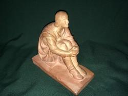 Görömbei Vándor terrakotta szobor