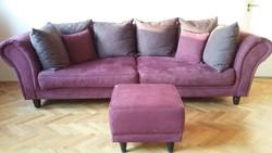 Eladó egy padlizsán lila színű hatalmas klasszikus vonalú kanapé lakástextilekkel