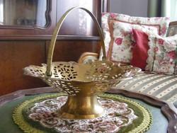 Szépséges, sárgaréz talpas kínáló vagy tál, asztalközép, szép áttört mintázattal, lehajtható füllel