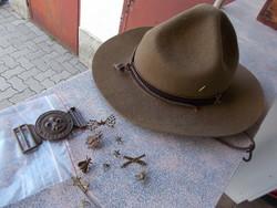 Régi cserkész kalap,csát és jelvények