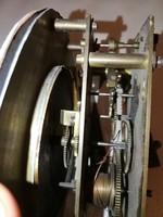 Gustav Becker súlyhajtású óra szerkezet 1 felhúzós, egy súlyós falióra