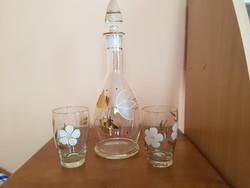 Szép régi üveg borkiöntő, 2db pohárral kézzel festve