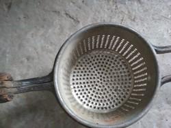 Krumpli nyomó, passzirozó konyhai eszközök dekorációnak
