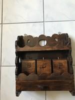 Régi faragott fa fali fűszertartó fiókkal 3 fadobozzal akasztókkal.