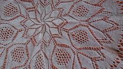 Kerek krém színű kötött terítő