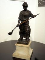 Martinász bronzszobor