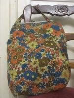 Virágos bevásárló szatyor az 1960-as évekből