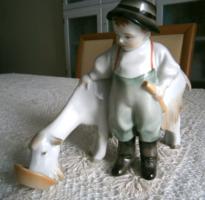 Zsolnay kecskét etető fiú,  figurás szobor