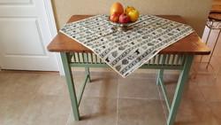 100 éves miskolci konyha-asztal restaurálva
