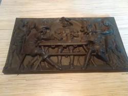 Antik kocsmai jelenetet ábrázoló öntöttvas falikép.