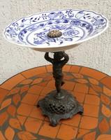 Figurális asztalközép, kínáló angyalka, hagymamintás,különleges darab Fém szobor!