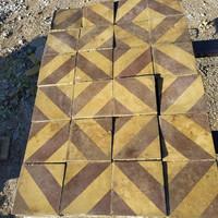 Színes 1000 arcú régi cementlap