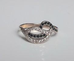 14 karátos vörös arany gyűrű zafírokkal és gyémántokkal