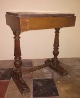 Régi, antik, fiókos kisasztal eladó