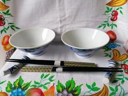 Kínai porcelán szószos készlet (dobozában)2db szószos tálka-2db evőpálcika szett-2db pálcika tartó