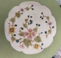 Antik Zsolnay kínáló 1800as évekből! Családi címer, tortatál virágmintás asztalközép.