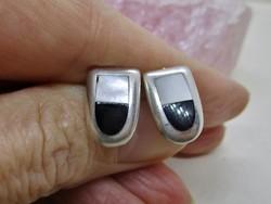 Elegáns kézműves ezüst fülbevaló ónix és gyöngyház