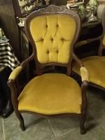 Neobarokk karos székek.