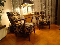 Régi fotelek szép új ruhában. Bohém sikk