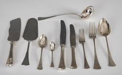 Ezüst evőeszközkészlet 18 személyre