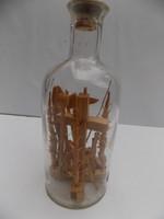 Jézus kereszthalálát szimbolizálló türelemüveg, 13.5cm magas 5.5 cm átmérőjű 1,6 cm szájnyíllású