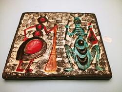Szignált mázas kerámia falikép