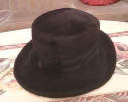 Elegáns női nyúlszőr kalap.