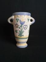 Gorka Géza habános, nagyon érdekes fül formájú váza