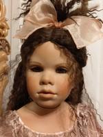 1 méteres gyűjtői porcelán baba ajándék állvánnyal