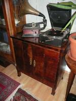 RITKASÁG! Antik Art Deco dió furnéros, két részben nyíló ajtós zeneszekrény / kis komód