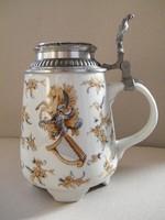 Különleges mintás ón fedeles porcelán söröskorsó