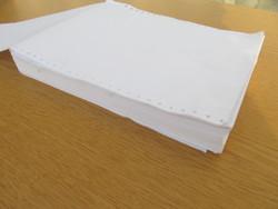 A4-es nyomtató leporelló papír régi tűs nyomtatókhoz (175 dkg.).