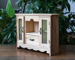 Miniatűr kredenc - mini konyhaszekrény, bababútor, babaházi kiegészítő fából - pici szekrény