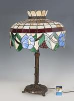 Óriás méretű Tiffany stílusú lámpa